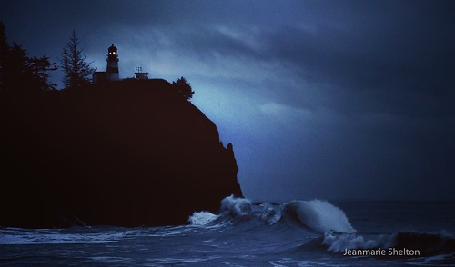 nikon nature ocean landscape capedisappointment washingtonstate lighthouse waves nighttime beach jeanmarieshelton