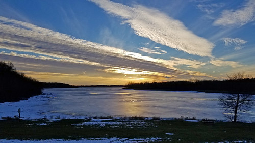 sunset cirrius clouds ice winter autumn december park lake frozen stonycreekmetropark washingtontownship michigan