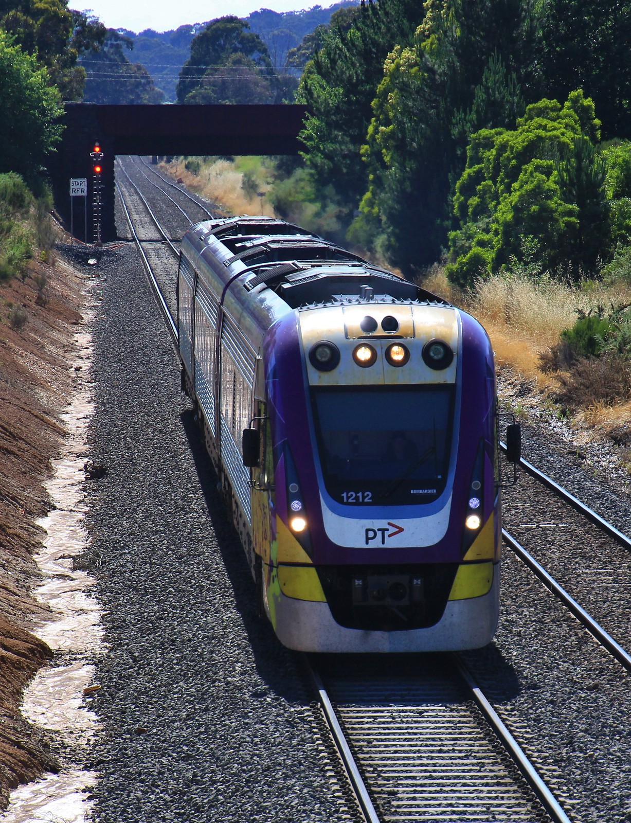VL12 arrives into Ballarat after running a service from Melbourne by bukk05