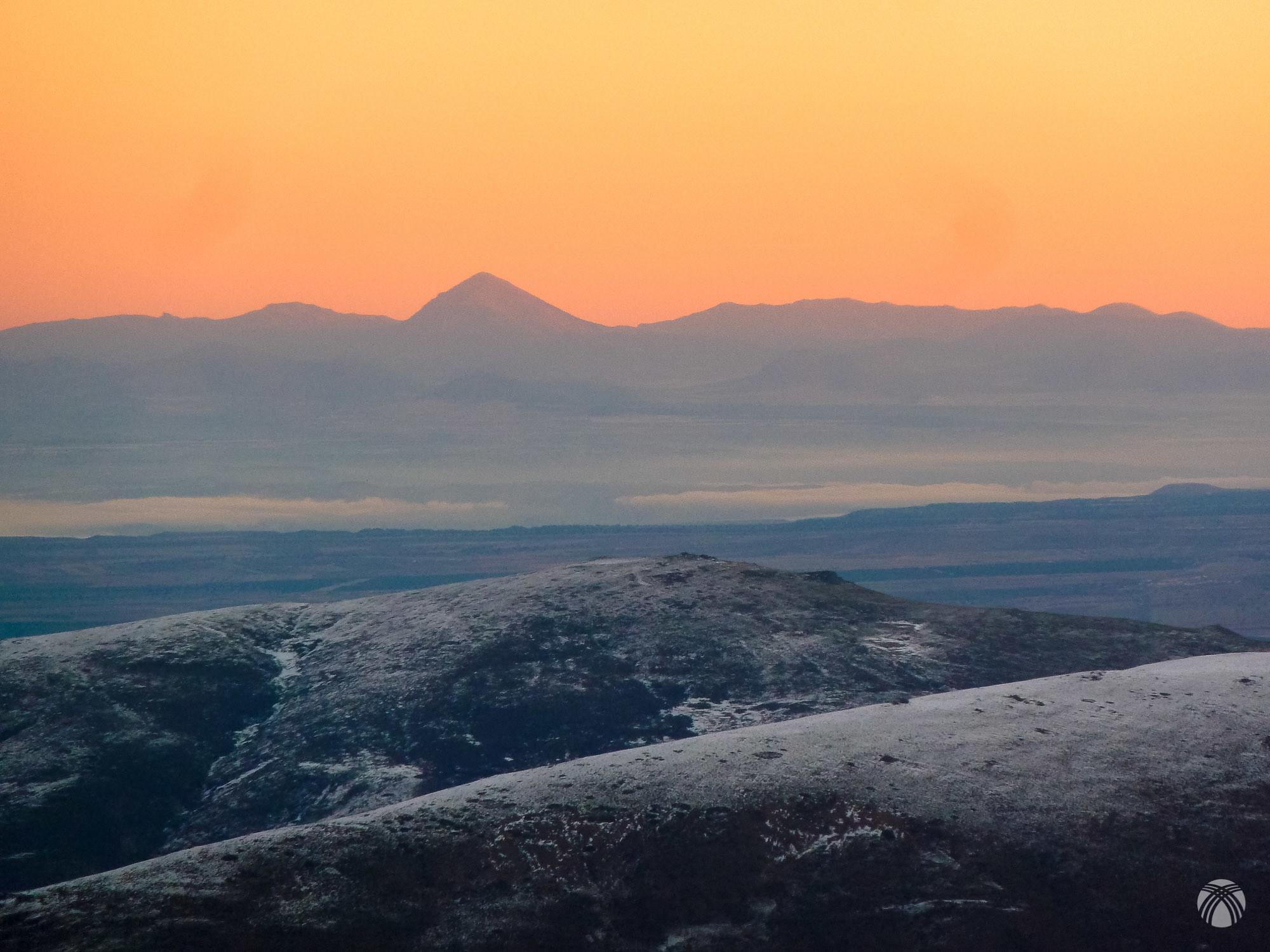 La Sagra al norte con nieblas en la depresión del Guadiana Menor
