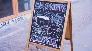 Donuts, vintersol och promenad på frusen kanal   by Jenny@bitaravberlin