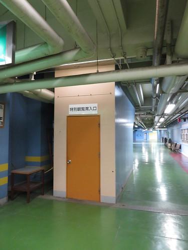 船橋競馬場の4階からの特観席入口