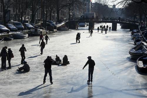 Schaatsen op de Amsterdamse grachten | by algemeendagblad