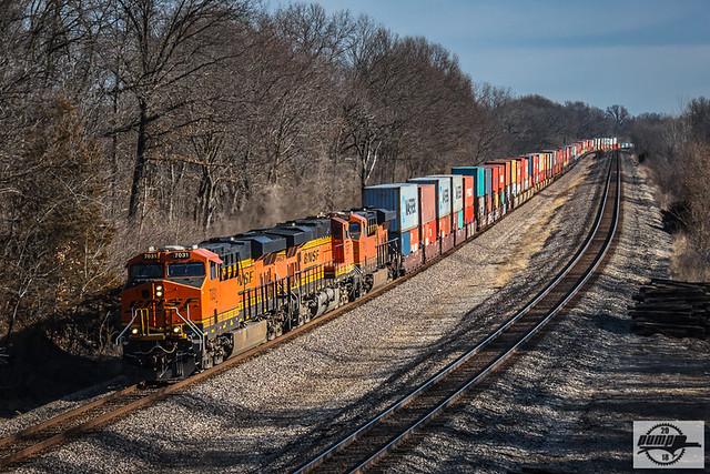 Westbound BNSF Intermodal Train at Bosworth, MO