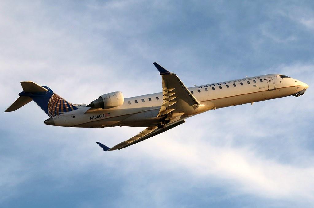 N166GJ UNITED EXPRESS Bombardier CRJ-700 at KCLE | United Ex