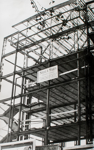 15 octubre 1963 [2] - Empieza la última fase. Ladrillo y cemento van distinguiendo las tribunas, escaleras, plantas...