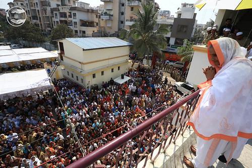 Devotees seeking blessings at Satsang Bhawan, Nasik