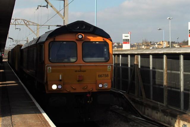 GB Rail freight 66758