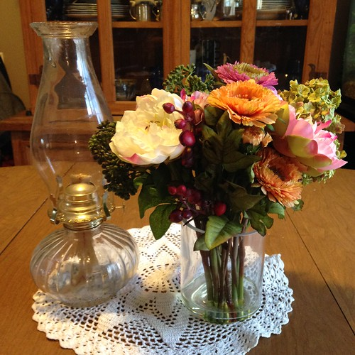 Decorating With Silk Flowers – Pure Sugar