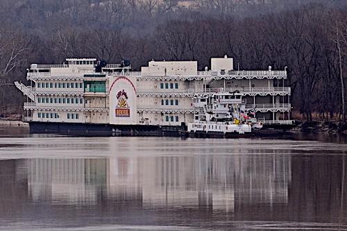 riverboat casino pushboats ohioriver lawrenceburgindiana kentucky hollywoodcasino reflections northernkentucky nikond7100