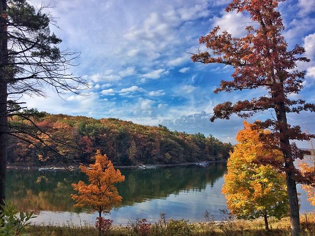 Photo of Deep Creek Lake in autumn
