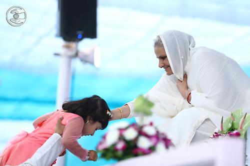 Baby Simran seeking blessing from Satguru Mata Ji