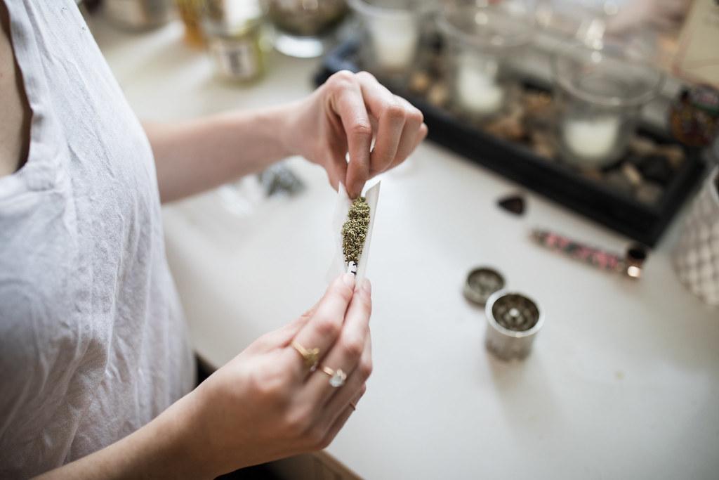 תוצאת תמונה עבור cannabis smoking