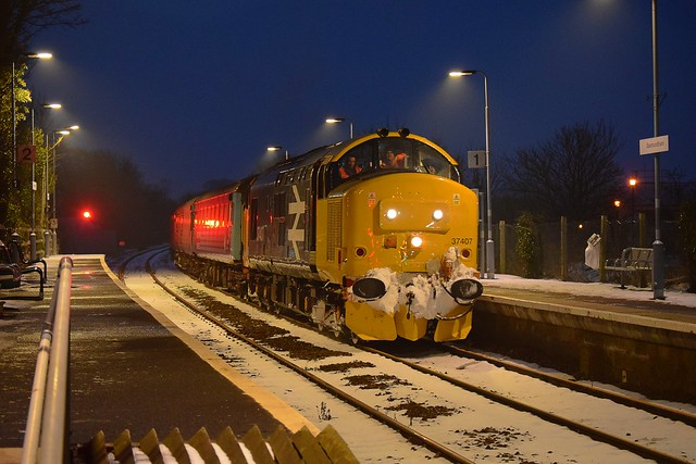 Large logo liveried 37407 top n tail with 37419 on the return Lowestoft to Norwich, via Ipswich snow clearing working, coasting through Saxmundham. 03 03 2018