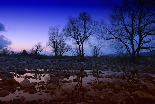 blue sunset tree water river geotagged nikon nikkor refrection 18200mmf3556gvr vr18200 geo:lat=360979122 geo:lon=1362913394 釣行