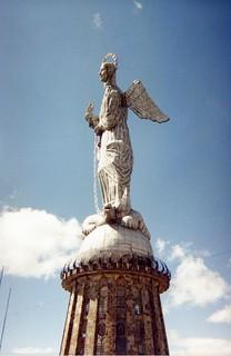 Statue in Quito, Ecuador, 1998 (pingnews)