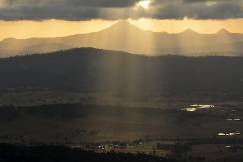 landscape australianlandscape albertvalley biddadabba sunbeams shadows sunset sunsetclouds sunlightthroughclouds sunlitground winter australianweather sequeensland queensland australia mounttamborine