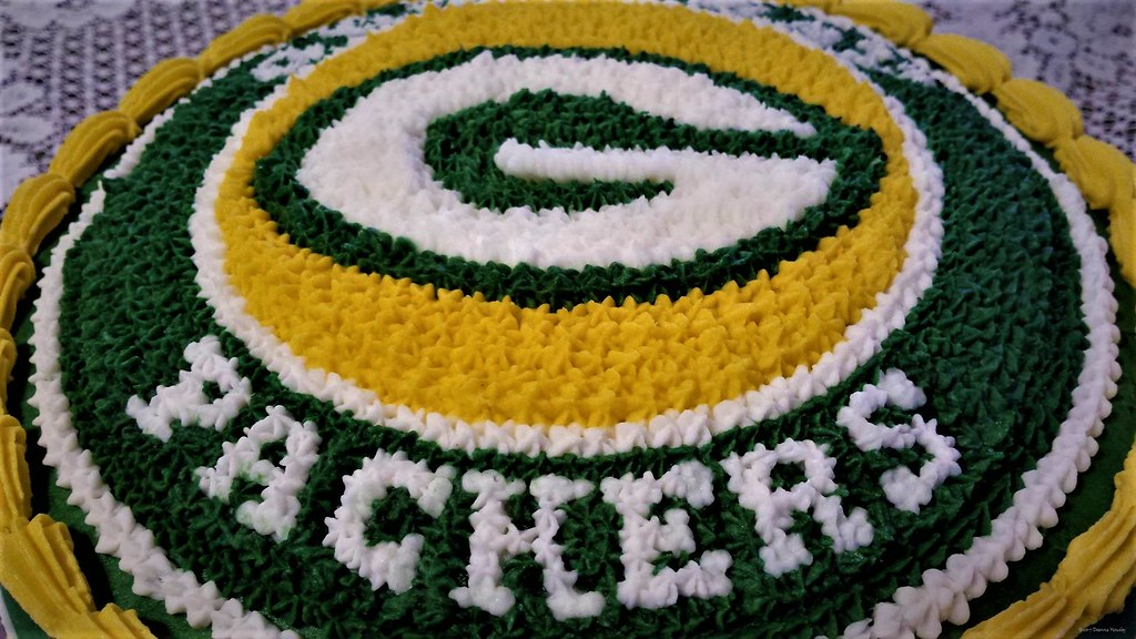 Wondrous Green Bay Packers Birthday Cake The Bakery Fairy Flickr Personalised Birthday Cards Veneteletsinfo