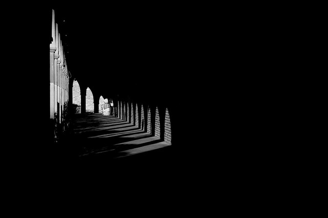 Il portico delle tenebre