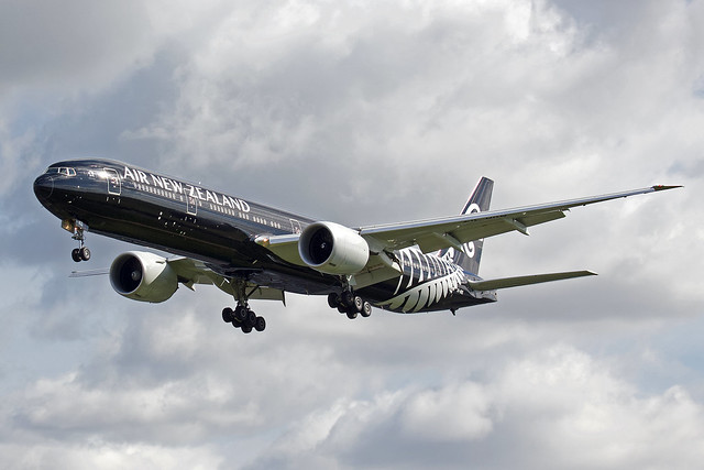 Air New Zealand Boeing 777-319 ZK-OKQ
