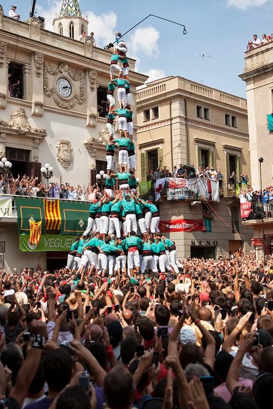 Diada de Sant Fèlix a Vilafranca: 3 de 10 amb folre i manilles, descarregat de la colla Castellers de Vilafranca