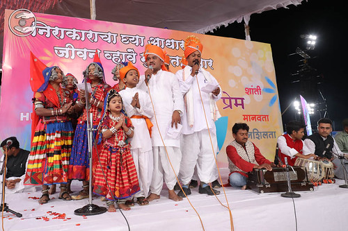 Devotional song by Nutan Patil and Saathi from Narangi