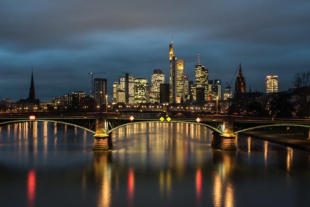 2018 Nachtaufnahme der Skyline