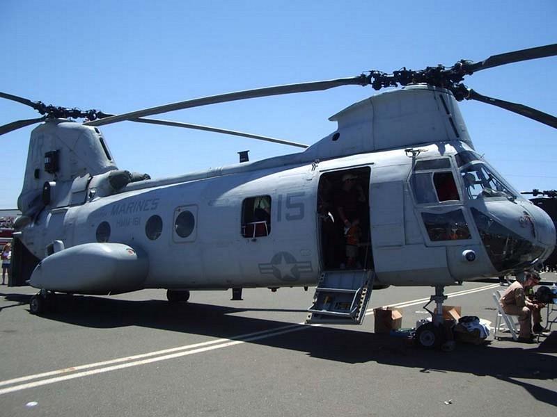 Boeing CH-46E Sea Knight 1