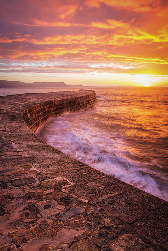 thecobb lymeregis dorset sunrise seascape landscape landscapes landscapephotography landmark landmarks sky cloud colour sea ocean coast coastline canon eos100d efs1585mmisusm