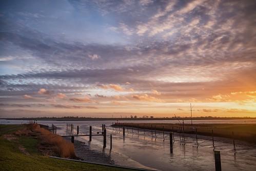 ostfriesland oldersum schleusentief wolken sonnenuntergang schilf farben