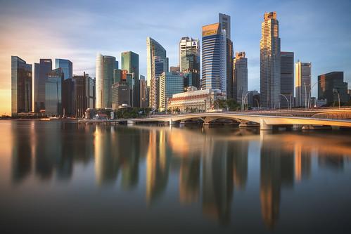 rot asia asien bay blaue city flyer hochhaus licht lights marina nachtaufnahme night nightshot panorama sands singapore singapur skyline skyscraper sonnenaufgang stadt stadtlandschaft stunde the travel view wolkenkratzer sunrise