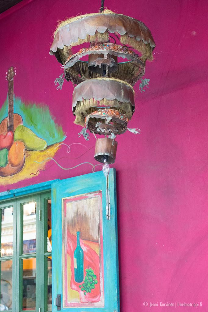 Värikäs kahvila Arab Streetillä