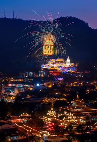 ahweilungwei georgetown georgetownpenang landscape malaysia nikon nikond750 penang penangisland pulaupinang frontground nikon2470mmf28g nikonafs2470mmf28ged 2470mmf28 nightscene firework bluehour kekloksi kekloksitemple temple miaoxianglintemple miaoxianglin
