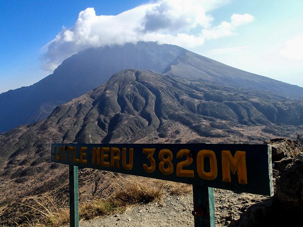 Blick vom Little Meru  - 2. Tag Mount Meru Tour zur Akklimatisierung. Tansania - Kilimanjaro Kraterschläfer Expedition 2016, Wikinger Reisen