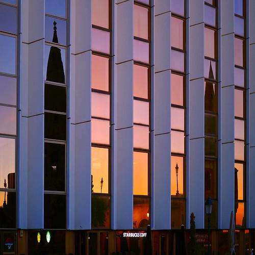 budapest buda reflection hungary magyarország sunrise alba architecture window ungarn hongrie 匈牙利 日出 napkelte восход amanecer hungría 布达 visszaverődés tükörkép abstract 影