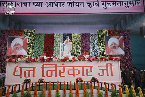 Arrival of Her Holiness Satguru Mata Ji on the dais