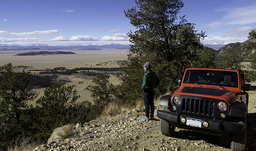 outdoors rei jeep outdoor unlimited wrangler bigbear colorado co trail view twotowers green brown mountains canon7dmarkii efs1018mm jacket red blue 2017 sanden unitedstates us