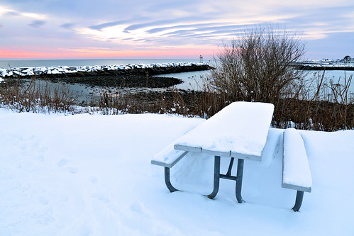 sun sunrise winter cold january picnictable ocean atlantic rye nh newengland newhampshire morning day canon eos 5d markiv