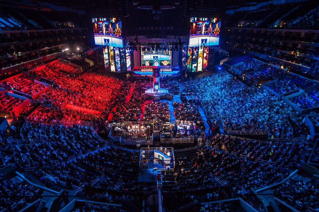 how much eSports players make, sportsbooks, weird bets, betting odds, betting predictions, betting tips, online gambling sites in the US, GamingZion, Bovada, esport, gamer, esport salary, Leauge of Legends,