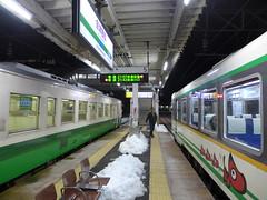 只見線(左)と会津鉄道直通列車(右)