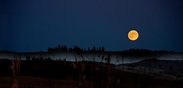 Sorge la luna dal monte