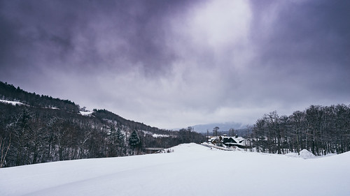 mountain landscape snow winter cold weather foggy fog clouds cloudporn nature naturephotography stowemountainresort stowe vermont vt unitedstatesofamerica usa nikon d610 nikkor 2018g fav10 fav25 fav50
