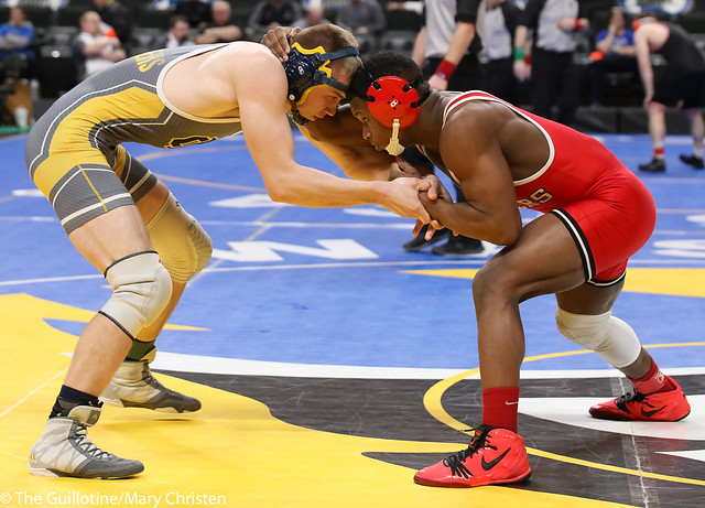 Semifinal - Isaiah Thompson (Detroit Lakes) 45-6 won by decision over Dylan Lentz (Columbia Heights) 34-6 (Dec 5-1). 180303AMC5393
