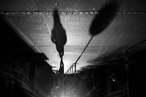 zürich shadow shadows shadowplay man silhouette highcontrast löwenplatz switzerland fujifilm x100t streetphotography pointofview pov 2017 ch 35mm