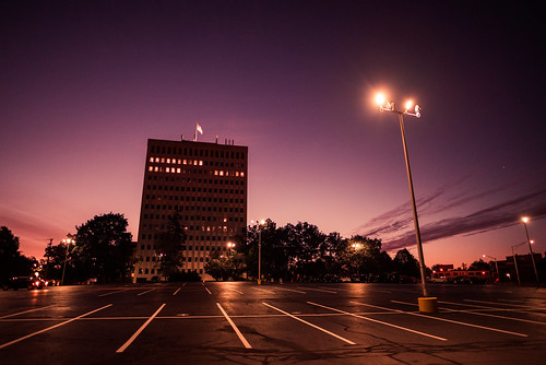 city urban earlymorning dawn sunrise highrise building architecture parkinglot streetlight travel morning nikon d610 nikkor 2018g manchester newhampshire nh unitedstatesofamerica usa america brady sullivan tower bradysullivantower night fav10 fav25