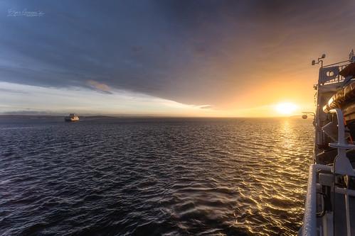 bastøyfergen oslofjorden staringatthesea staringatthesun thecure u2 magiclight sunrise horten vestfold norway no