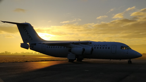 eirji avro rj85 cityjet airliner egtc cranfield airport bedfordshire aviation planes e2346 sunrise winter
