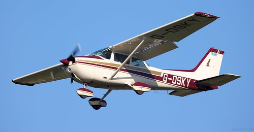 Cessna 172M Skyhawk G-OSKY Lee on Solent Airfield 2018 | by SupaSmokey