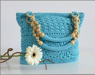 what a delicate purse very beautiful this crochet model step by step I loved this pattern that blue color more charming  👜 😍