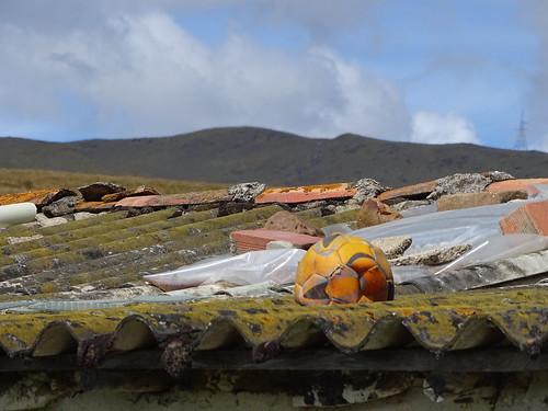 montaña cielo techo balón dañado soledad